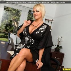 20180114-nagy-mell-szex-julie (1).jpg